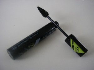 The Giant Extreme Volume Mascara von der Marke Catrice